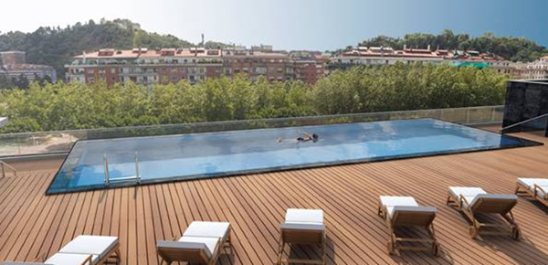Noise problem generated by rooftop swimming pools amc for Rooftop swimming pool